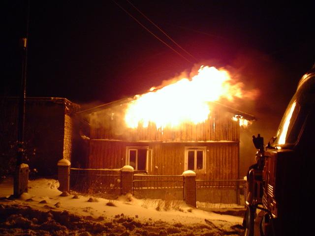 Talo on tulessa