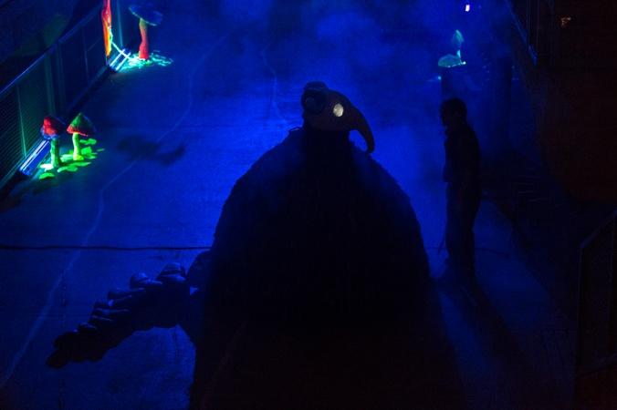 Kuva mystisestä olennosta sinisessä sumussa.