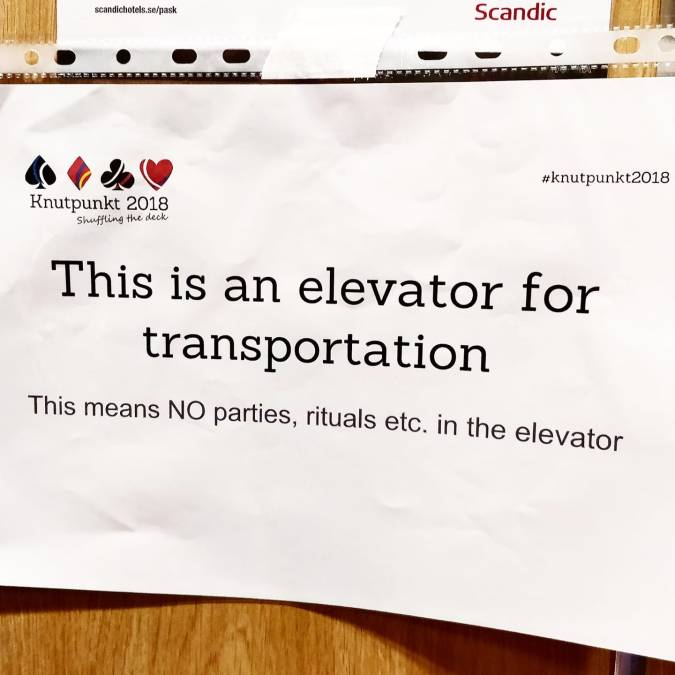 "kuvassa hississä oleva kyltti joka sanoo ""This is an elevator for transportation. This means NO parties, rituals etc. in the elevator"""