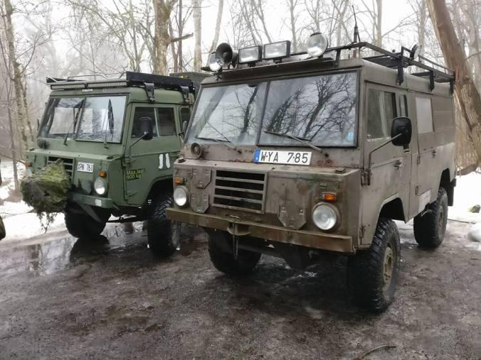 Armeija-kulkuneuvoja.