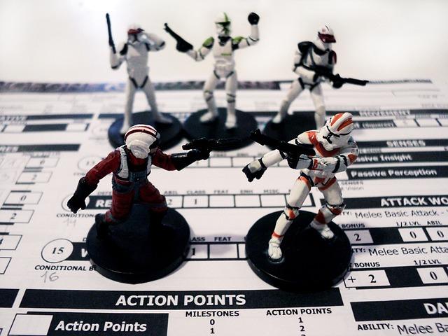 Kuvassa Star Wars pelin figuureita ja hahmolomake