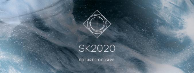 Kuvassa futusirtista taustaa vasten solmukohdan logo,, teksti SK2020 Futures of larp