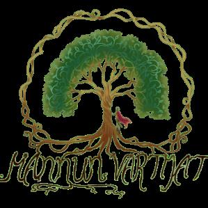 Mannun vartijoiden logo. Tammi, jonka juuret kiertävät koko kuvan. Puun juurella seisoo purppuraviittainen seikkailija.